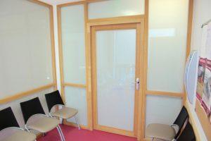 porte intérieure vitrage dépoli et chassis bois