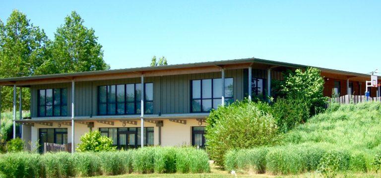 Création d'une salle d'activité à l'étage : Menuiseries extérieures et stores intérieurs à enroulement