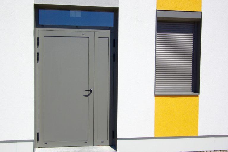 2 ouvertures sur l'extérieur
