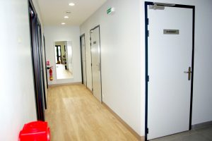 portes de distribution et signalétique