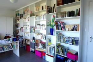 Mise en place et pose d'une bibliothèque en mélaminé blanc - Voulmentin -79