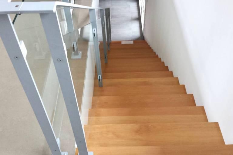 Escalier droit en lamellé collé Bressuire -79