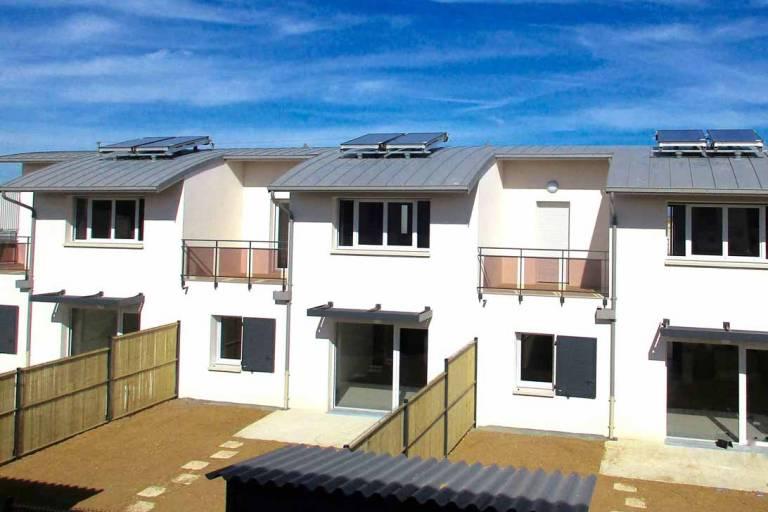 St Xandre La Rochelle logements semi-collectifs garde corps sur terrasse et brise soleil alu