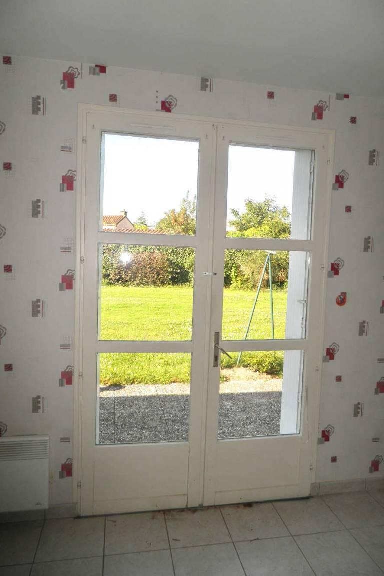 Porte fenêtre côté intérieur avant rénovation - La Boissière de Montaigu -85