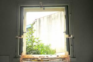 Fenêtre côté intérieur pendant rénovation La Boissière de Montaigu -85