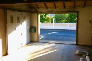 Porte garage côté intérieur avant rénovation -Nueil les Aubiers -79