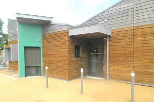 portes en aluminium stores extérieurs de protection solaire