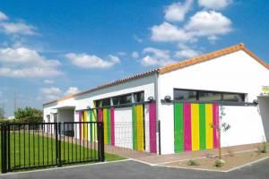 Thénezay Crèche halte garderie volets coulissants colorés menuiseries extérieures